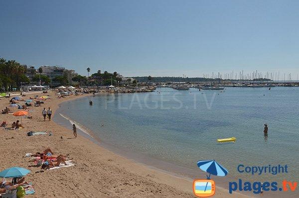 Bijou Plage à Cannes avec vue sur le port