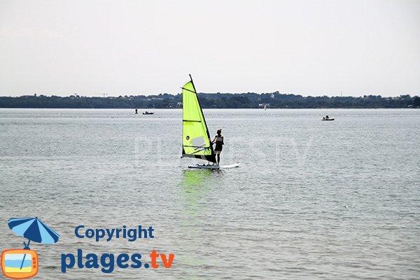Planche à voile sur l'ile d'Arz