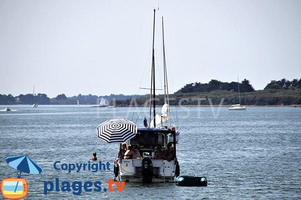 Bateaux autour de la plage de Bilhervé