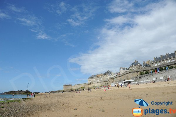 Beach in the old city of Saint Malo