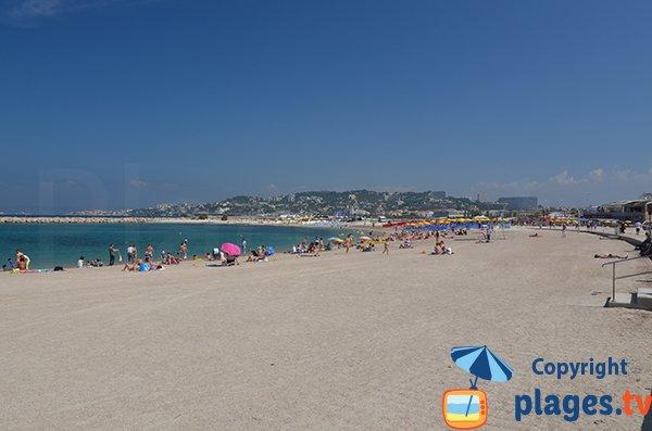 Plage de Bonneveine en été avec des plages privées - Marseille
