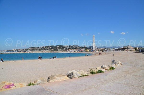 Accès pour les personnes à mobilité réduite sur cette plage du prado à Marseille