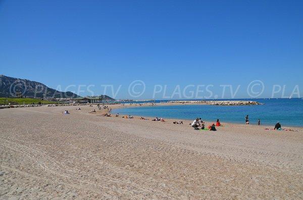 Vue de la plage de Bonneveine depuis le Prado
