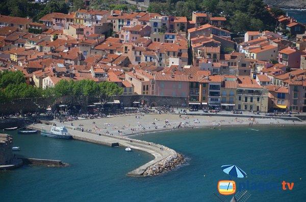 Plage à côté du port de Collioure