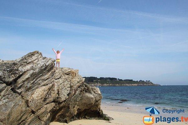 Rochers sur la plage de Bordardoué à Belle Ile