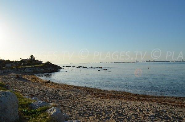 Petit port à côté de la plage de Bottai à Port le Bouc