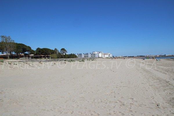 Spiaggia Boucanet dopo il centro di riabilitazione Grau du Roi