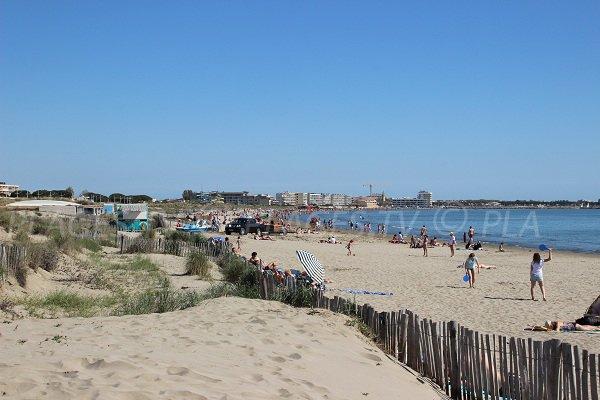 Spiaggia Boucanet vicino al centro di Grau du Roi