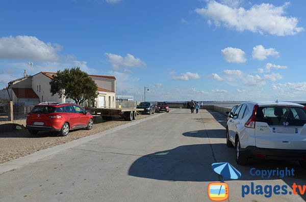 Parking au niveau du port des Boucheleurs et de la plage - Chatelaillon