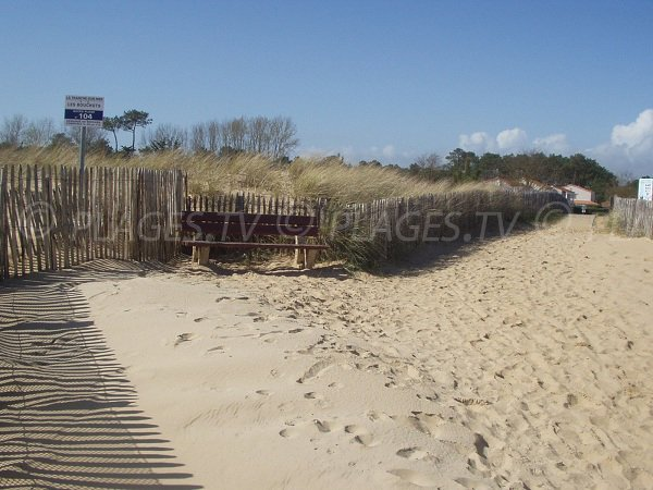 Access to the Bouchot beach in Grière-Plage