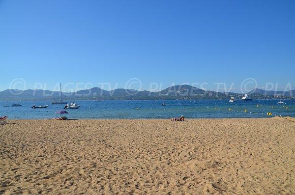 Vue sur Sainte Maxime depuis la plage de la Bouillabaisse