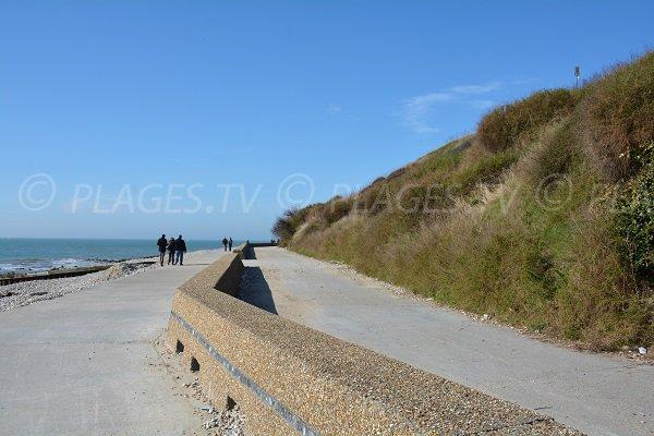 Digue promenade le long de la plage du Bout du Monde - Ste Adresse