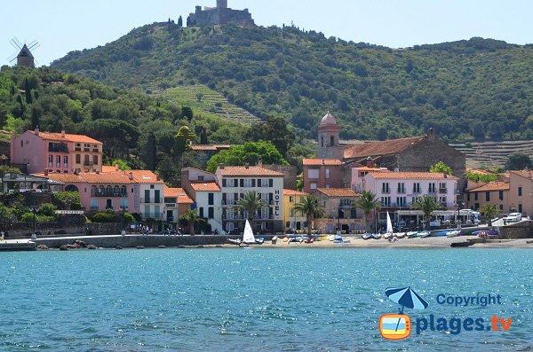 Plage du Boutigue avec le petit port de Collioure