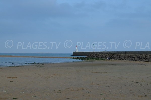 Beach near the entrance of the Boyardville Port