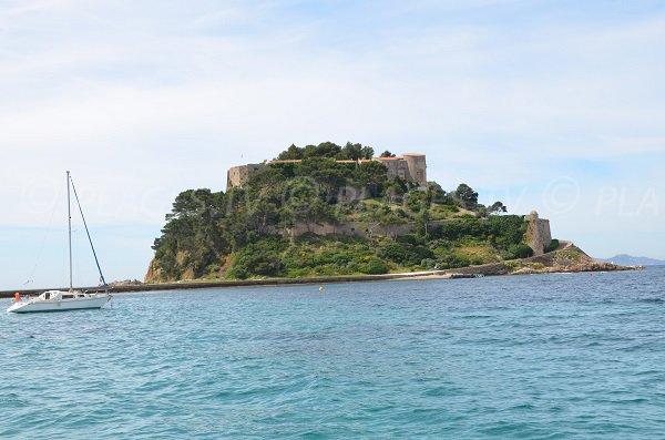 Fort de Brégançon vue depuis la plage