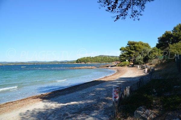 Ombre sur la plage de Brégançon