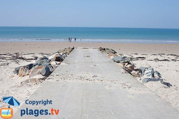 Cale de mise à l'eau sur la plage de Bretteville-sur-Ay