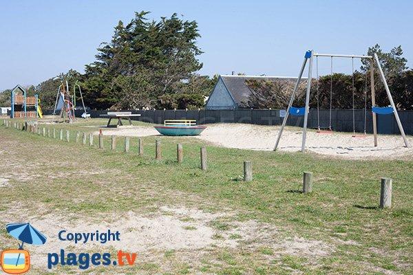 Jeux pour les enfants sur la plage de Bretteville-sur-Ay
