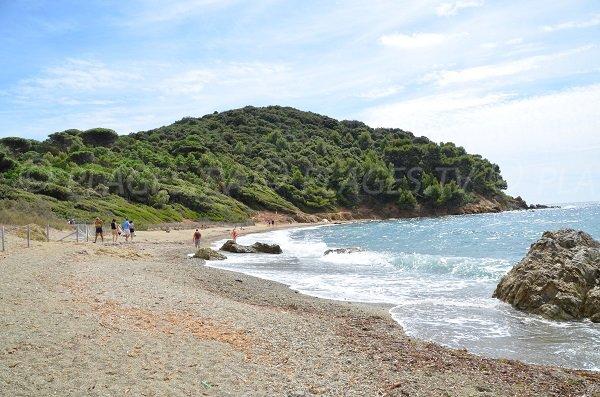 Plage sur le sentier du littoral du Cap Lardier - Les Brouis