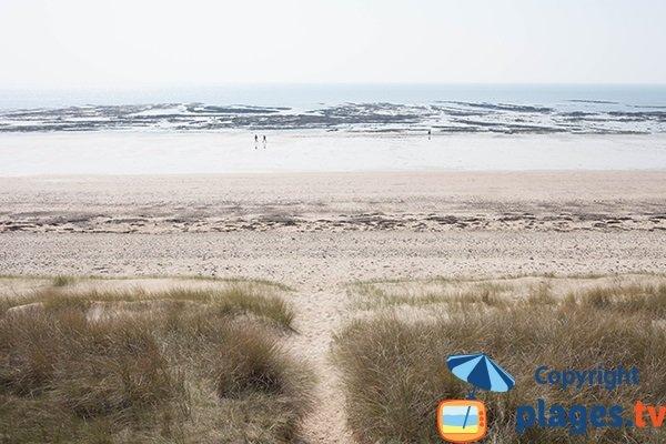 Accès à la plage des Bungalows à St Jean de Rivière