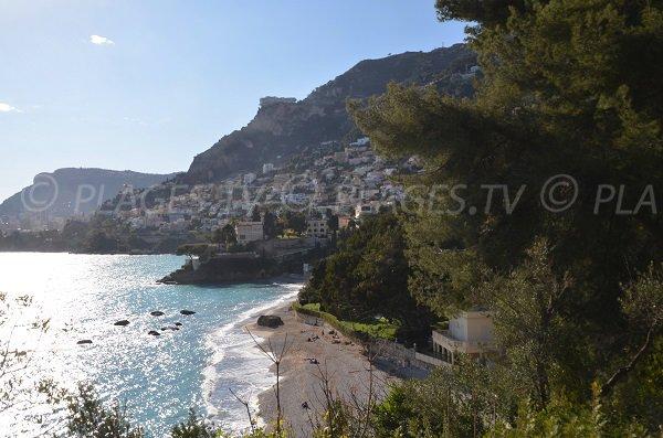 Vue sur Monaco et Beausoleil depuis la plage de la Buse