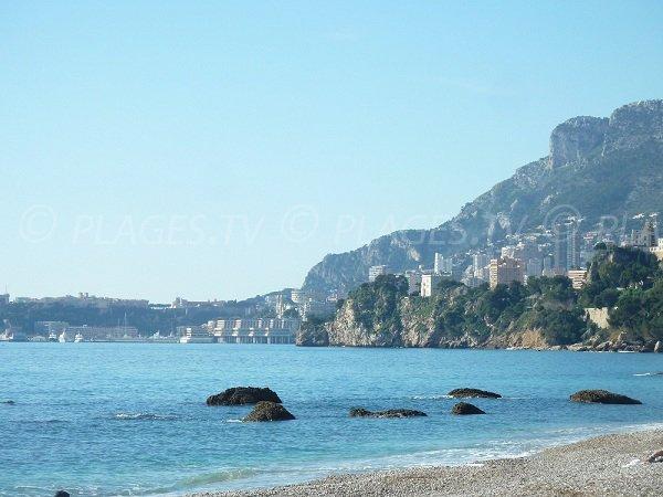 Monaco depuis la plage de la Buse à Roquebrune