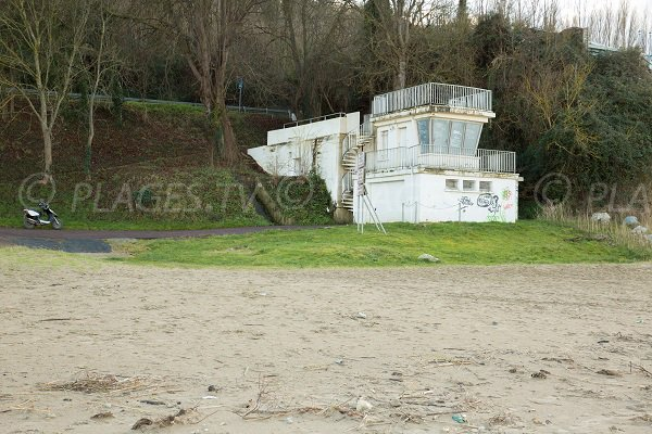 lifeguard station on the Butin beach in Honfleur