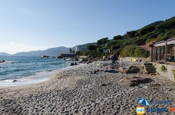 Spiaggia situata dopo la residenza del cantante Tino Rossi
