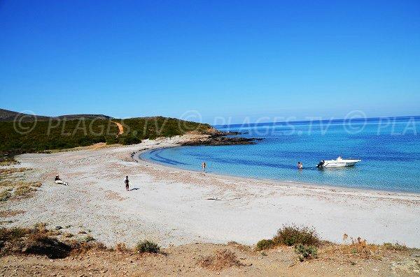 Crique sur le sentier du littoral dans le Cap Corse - Cala Genovese