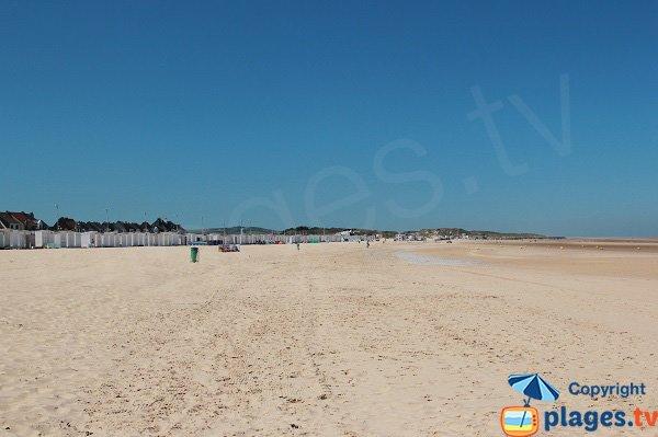 Grande plage de sable à Calais