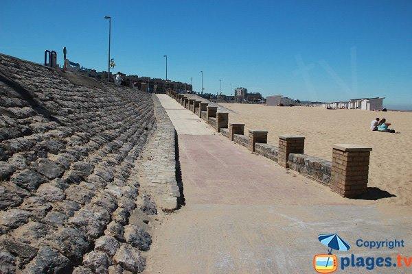 Accès handicapé sur la plage de Calais