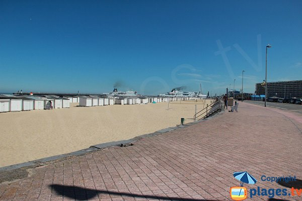 Calais beach with view on the harbor