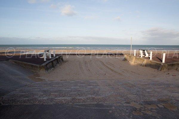 Access to Caline beach in Bernières sur Mer