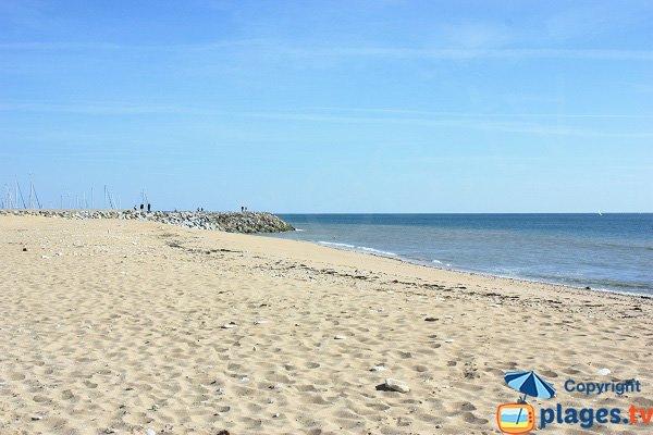 Sand beach next to port of Jard sur Mer