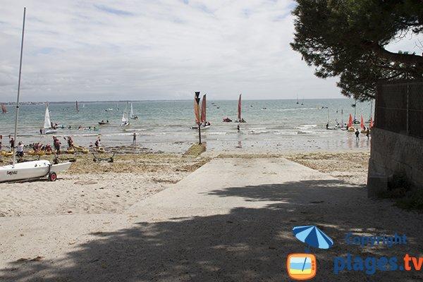 Cale de mise à l'eau sur la plage du Cap Coz