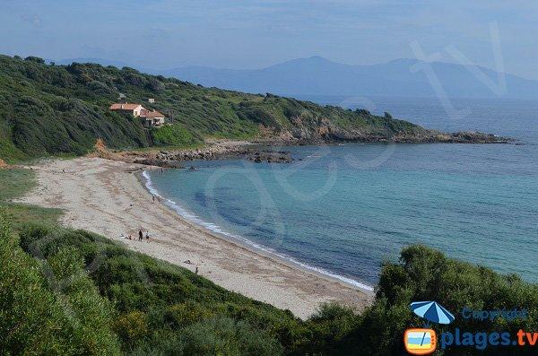 Plage sauvage à Cargèse en Corse