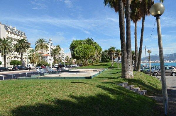 Un boulodrome en face de la plage du Carras