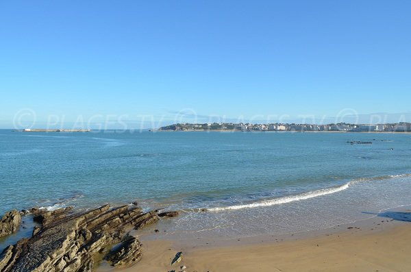 Piscine naturelle sur la plage du Carré à Socoa