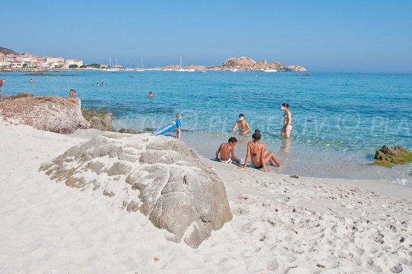 Rochers sur la plage de Caruchettu - Ile Rousse