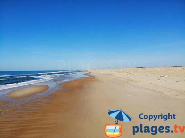 Immense plage de sable blanc dans les Landes - Seignosse