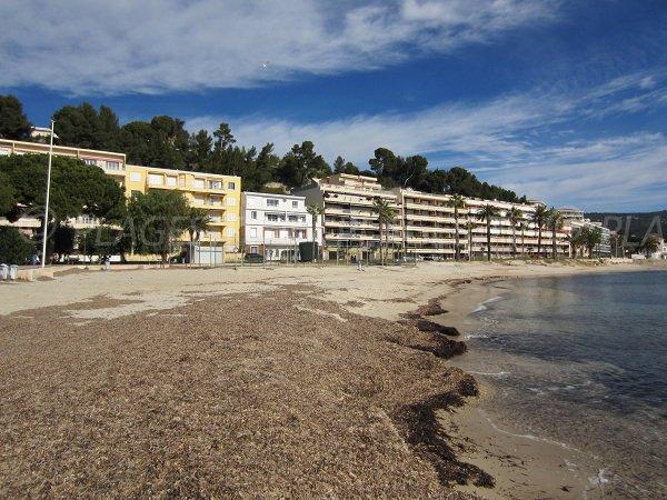Plage publique de sable à proximité du casino de Bandol