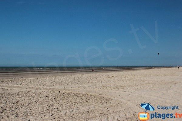 Grande plage de sable à Bray Dunes