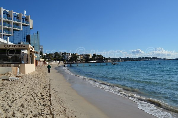 Sand beach near to the Juan les Pins Casino