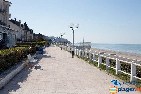 Promenade piétonne de la plage de Jullouville