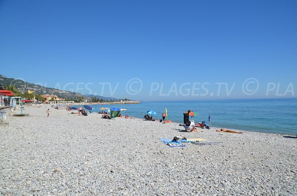 Photo de la plage du Casino à Menton en été