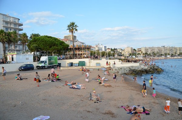 Beach in St Raphaël between port and Casino