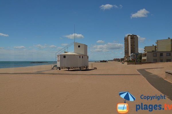 Accès pour les personnes à mobilité réduite sur la plage du Casino de Valras