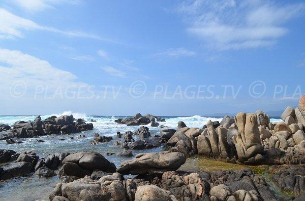 Rochers sur la plage de Vicolo à Coti Chiavari