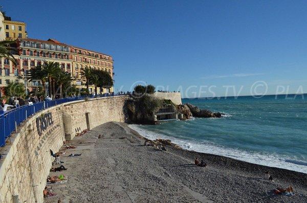 L'extrémité de la plage du Castel (plage privée en saison)