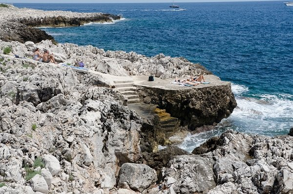 Accès à la mer au niveau de la pointe du Cap Ferrat